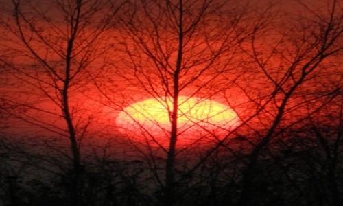 Zdjecie POLSKA / beskidy / ok Wadowic / marcowy zachód słońca