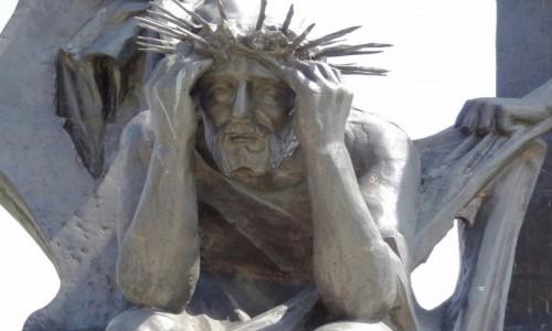 Zdjęcie POLSKA / Żywiecczyzna / Wzgórze Matyska, Radziechowy / Jezus z szat obnażony - Beskidzka Droga Krzyżowa