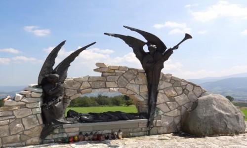 Zdjęcie POLSKA / Żywiecczyzna / Wzgórze Matyska, Radziechowy / Jezus do grobu złożony - Beskidzka Droga Krzyżowa