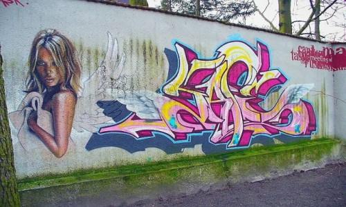 Zdjecie POLSKA / łódzkie / Bełchatów / Mural na murze kościelnym 2.