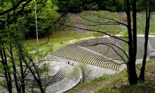 Zdjęcie POLSKA / opolskie / Góra Świętej Anny / Amfiteatr z góry mauzoleum.