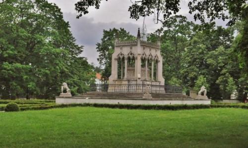 Zdjęcie POLSKA / Mazowsze / Warszawa / Warszawa, Wilanów, grobowiec.