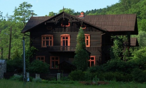 POLSKA / Jura Krakowsko-Cz�stochowska / Ojc�w / Dom w stylu szwajcarsko-ojcowskim
