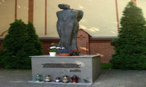 Zdjecie POLSKA / Wielkopolska / Pozna�/ul.G�ogowska/k. pw. Matki Boskiej Bolesnej / Pomnik Ks. Jerz