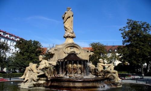 POLSKA / opolskie / Opole / Opolska Ceres, pomnik na placu Daszy�skiego.