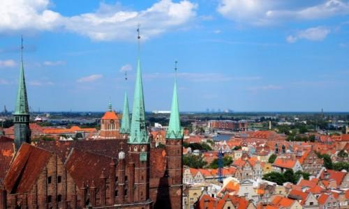 Zdjecie POLSKA / Pomorze / Gdańsk / w cieniu bazyliki...