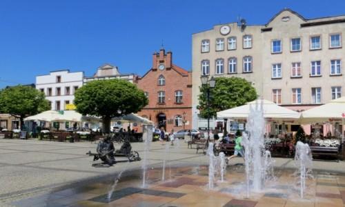 Zdjęcie POLSKA / Kaszuby / Kościerzyna - rynek / w samo południe...