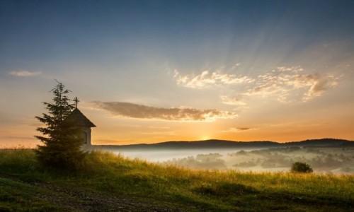 Zdjecie POLSKA / Beskid Niski / Węgierski Trakt / Wschód Słońca w