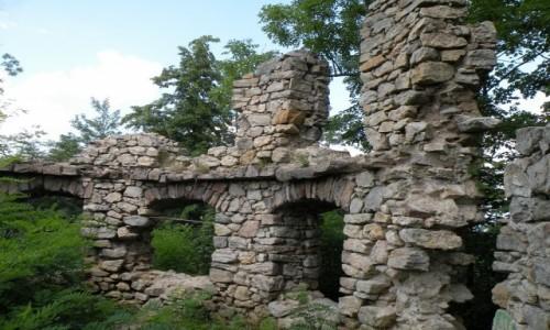 Zdjecie POLSKA / dolnoślaskie / Bukowiec / Malownicze ruiny zamku Kessel,a