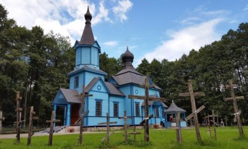 Zdjęcie POLSKA / Podlasie / Koterka / Na niebiesko. Cerkiew w leśnym uroczysku