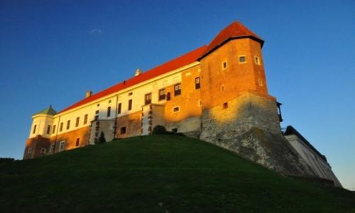POLSKA / Woj. �wi�tokrzyskie / Sandomierz / Zamek wieczorem...