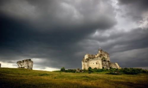 POLSKA / �l�skie, Jura / Mir�w / Przed burz�