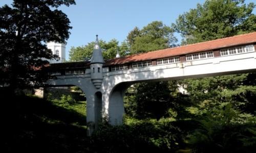 Zdjęcie POLSKA / dolnoslaskie / Lądek Zdrój / Kryty most nad rzeką Białą Lądecką