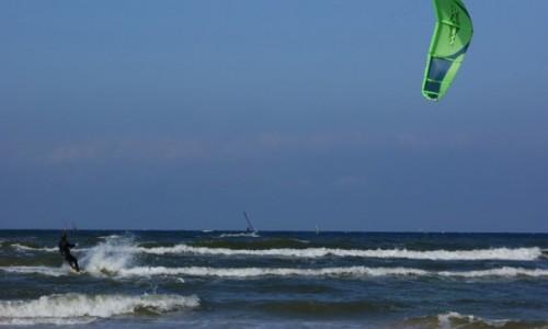 Zdjecie POLSKA / Pomorze / Łeba / Łeba, plaża, kitesurfing.