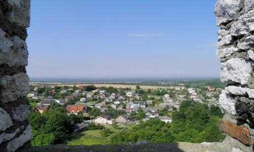 Zdjęcie POLSKA / śląskie / Ogrodzieniec / Widok poniżej zamku