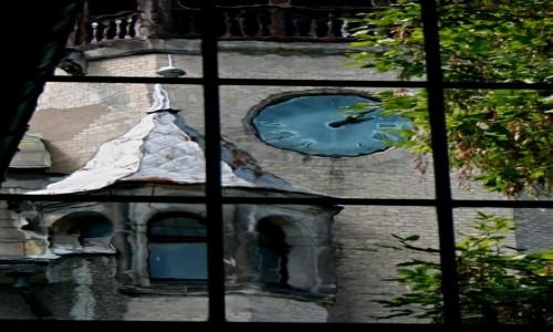 Zdjęcie POLSKA / Świeradów Zdrój / Pijalnia wody w Świeradowie Zdroju / Zakrzywienie czasoprzestrzeni