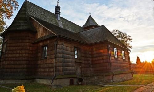 POLSKA / Ma�opolska / okilice Biecza / Binarowa-Ko�ci� pw. �w. Micha�a Archanio�a z 1500 roku