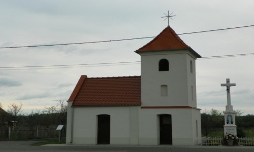POLSKA / �l�sk Opolski / Sp�rok, powiat strzelecki, wojew�dztwo opolskie / Kapliczka z dzwonnic�, z 1858 roku
