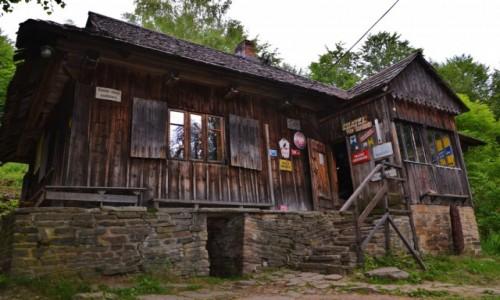 POLSKA / Beskid Ma�y / Po�udniowe stoki Beskidu / Chatka pod Potr�jn�