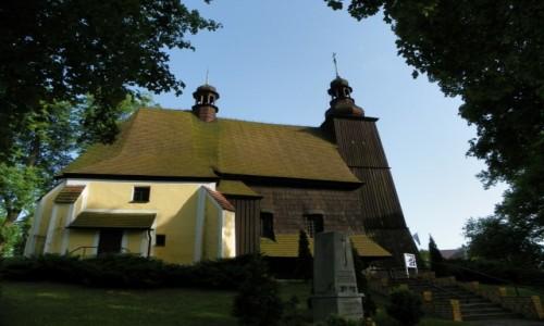 POLSKA / G�rny �l�sk / Sieroty, powiat gliwicki, wojew�dztwo �l�skie / Ko�ci� drewniany, pw. Wszystkich �wi�tych, z 1479 r, odbudowany w 1707 roku