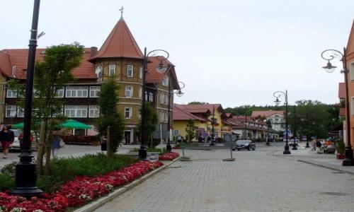 Zdjęcie POLSKA / dolnośląskie / Świeradów Zdrój / Uliczka w centrum.