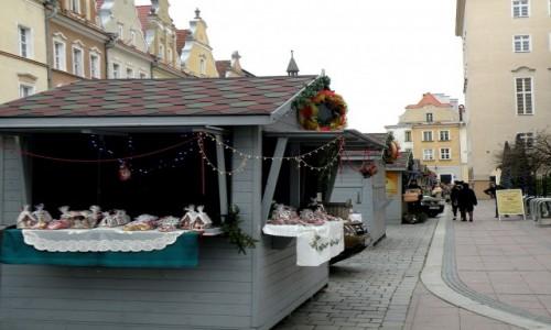 POLSKA / opolskie / Opole / Stragany świąteczne w alei gwiazd
