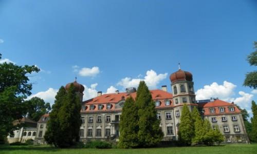 POLSKA / Górny Śląsk / Brynek, powiat tarnogórski, województwo śląskie / Dawny pałac Henckel von Donnersmarcków, z 1829 r., przebudowany w latach 1905-08