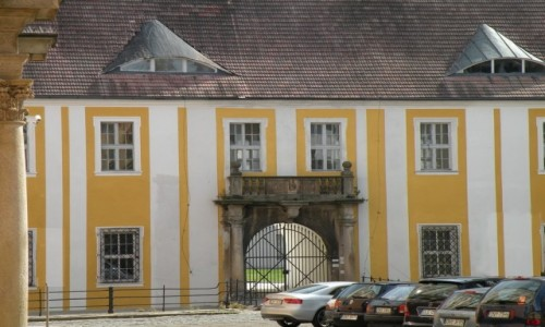 Zdjęcie POLSKA / opolskie / Nysa / Wejście główne do dworu