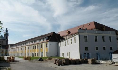 Zdjęcie POLSKA / opolskie / Nysa / Dwór biskupi od strony dziedzińca