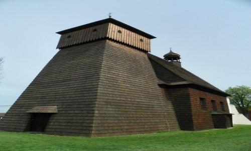 POLSKA / Górny Śląsk / Gliwice-Ostropa, województwo śląskie / Drewniany kościół, pw. św. Jerzego, z 1640 roku