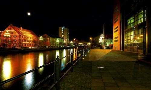 Zdjęcie POLSKA / Bydgoszcz / Deptak nad Brdą / Nocne focenie!