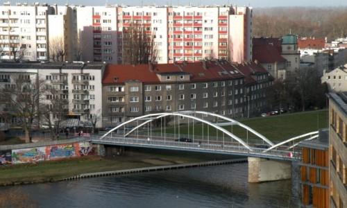 Zdjecie POLSKA / opolskie / Opole / Widok na most, przez rzekę Odrę.