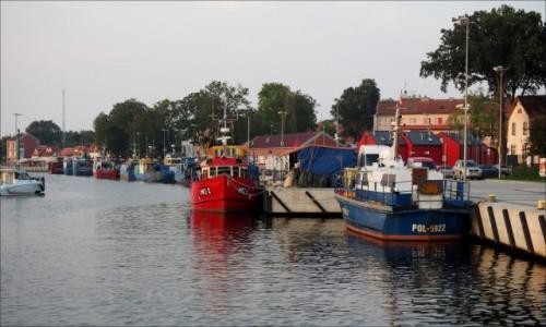 Zdjęcie POLSKA / Zachodniopomorskie / Mrzeżyno - port rybacki / cichość niedzielnego ranka...