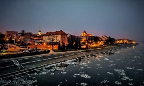POLSKA / kujawsko-pomorskie / Toruń / o zmierzchu nad Wisłą