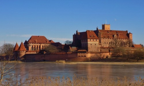 Zdjecie POLSKA / - / Malbork / Zamek w Malborku od strony zmrożonego Nogatu
