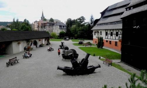 Zdjęcie POLSKA / dolnoślaskie / Duszniki Zdrój / Dziedziniec, muzeum papieru.