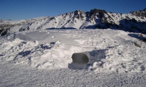 Zdjęcie POLSKA / Tatry Wysokie / Dolina za Mnichem / Jama śnieżna.