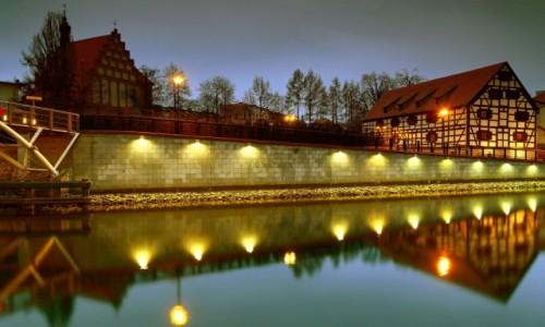 Zdjęcie POLSKA / Bydgoszcz / Wyspa Młyńska / Nocne focenie!