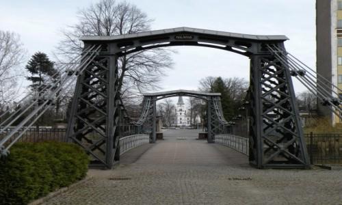 POLSKA / opolskie / Ozimek / Most wiszący w Ozimku