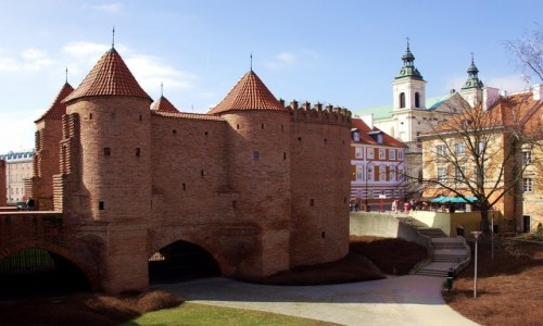 POLSKA / Warszawa / Mury obronne Starego Miasta / Barbakan