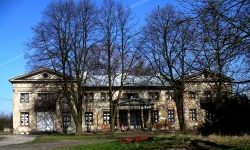 Zdjęcie POLSKA / Łódzkie / Ruda /  Niszczejący pałac