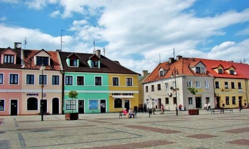 Zdjęcie POLSKA / województwo łódzkie / Łęczyca / Kamieniczki przy rynku