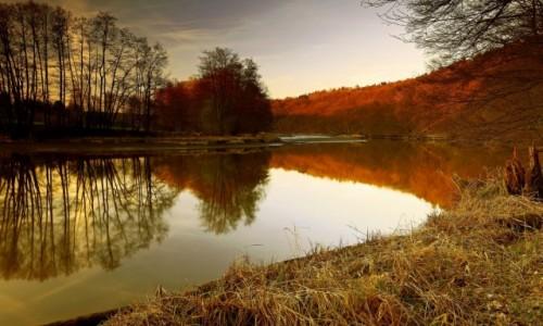Zdjęcie POLSKA / Bory Tycholskie / Dolina Brdy / Gdy słońce znika za horyzontem...