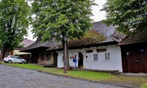 Zdjecie POLSKA / województwo małopolskie / Lanckorona / Lanckorona-drewniane chaty z XIX wieku