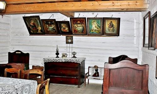 POLSKA / województwo małopolskie / Lanckorona / Izba w lanckorońskiej chacie/muzeum/