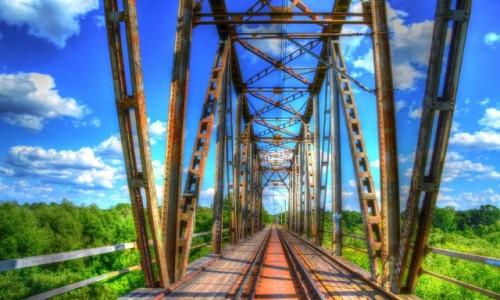 Zdjęcie POLSKA / mazowieckie / Wyszków / Zakazany spacer po moście kolejowym