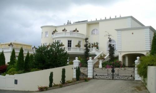 POLSKA / pomorskie / Reda / Współczesny pałac