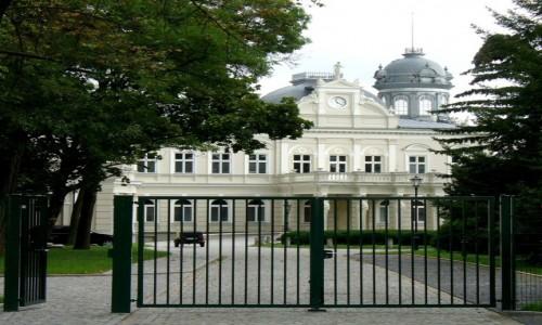 Zdjęcie POLSKA / kolski / Kościelec / Pałac widok od bramy współczesnej.
