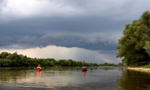 Zdjęcie POLSKA / woj. podkarpackie / blisko ujścia Sanu do Wisły / A przed nami burza