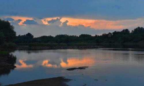 Zdjęcie POLSKA / woj. świętokrzyskie / okolice Zawichostu / Wieczór na wyspie